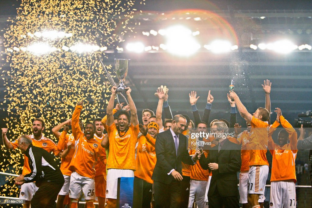 MLS Eastern Conference Championship - Houston Dynamo v Sporting Kansas City : News Photo