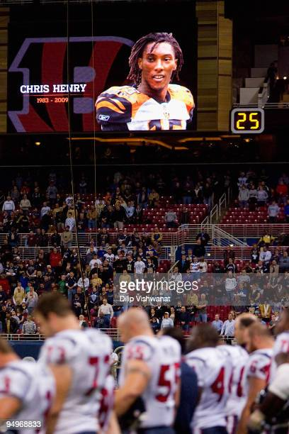 Members of the Houston Texans observe a moment of silence for former Cininnati Bengals wide receiver Chris Henry who died earlier this week prior to...