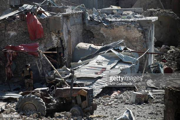 Members of the Iraqi CounterTerrorism Service advance through the rubble towards the Grand Mosque of Nuri in the Old City of Mosul on June 29 during...