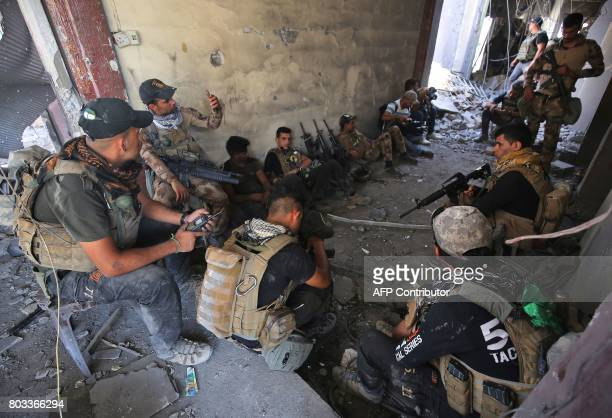 Members of the Iraqi CounterTerrorism Service rest and regroup while advancing towards the Grand Mosque of Nuri in the Old City of Mosul on June 29...