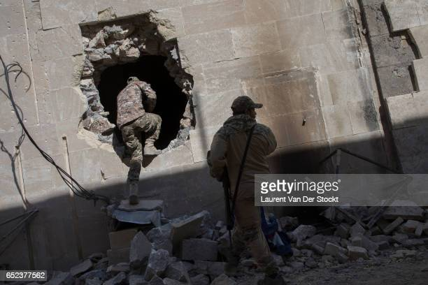 Members of the Iraqi federal police's emergency response division enter the museum of Mosul, where IS destroyed major works of the Iraqi heritage in...