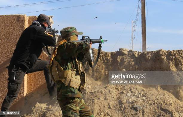 TOPSHOT Members of the Iraqi government forces battle with Islamic State group fighters east of Ramadi after they took control of the agricultural...