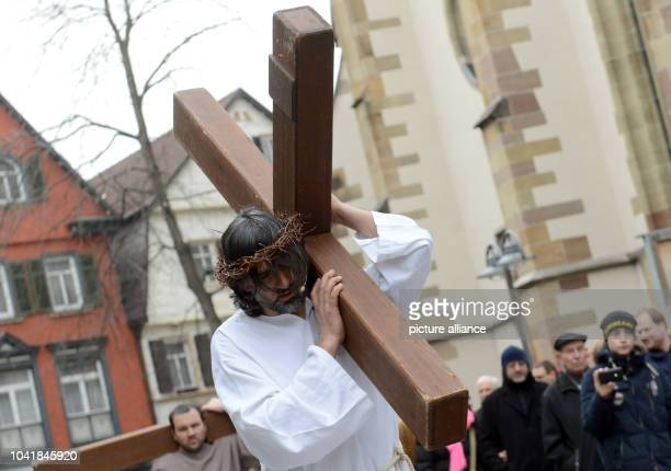 Members of the Italian Catholic parish San Martino stage scenes of the passion of Jesus in Stuttgart, Germany, 29 March 2013. Photo: FRANZISKA...