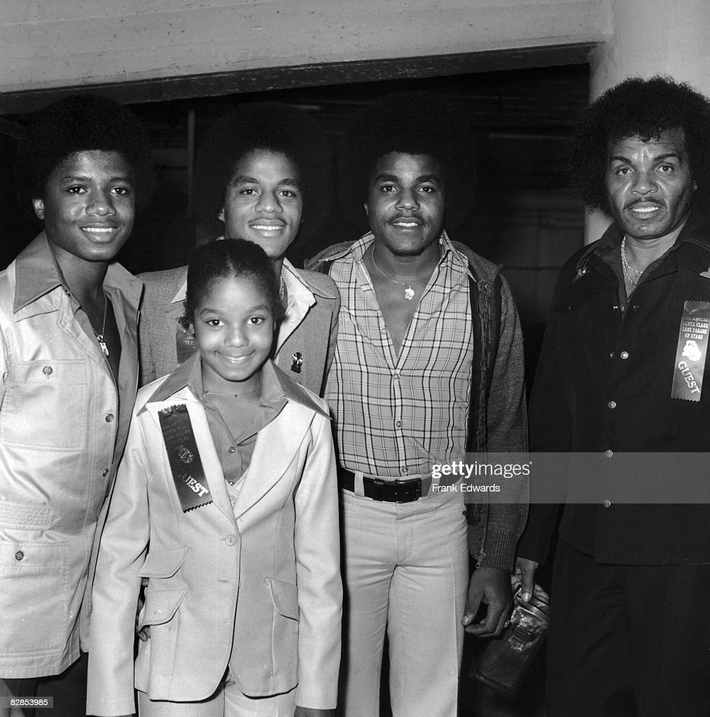 Members of the Jackson Family pose together at the Annual Television Parade of Stars in Los Angeles, California, November 1977. Left to right: Randy, Janet, Marlon, Tito, and their father, Joe.