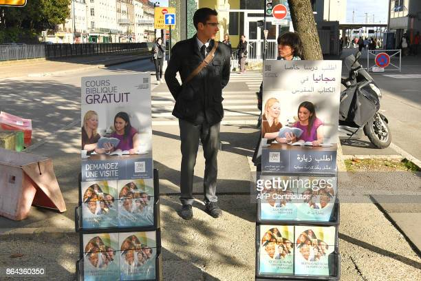 Members of the Jehovah's Witnesses display brochures on October 20 2017 in Nantes western France / AFP PHOTO / LOIC VENANCE