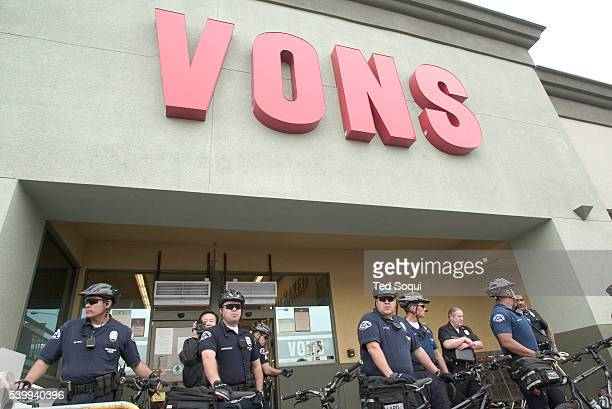 Members of the LAPD prepare to arrest religious, Los Angeles community, labor and elected leaders participating in civil disobedience at a Vons...