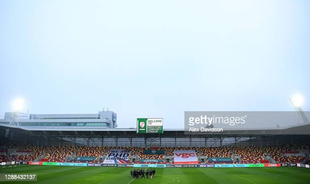 Members of the Leicester Tigers side huddle on the pitch prior to during the Gallagher Premiership Rugby match between London Irish and Leicester...
