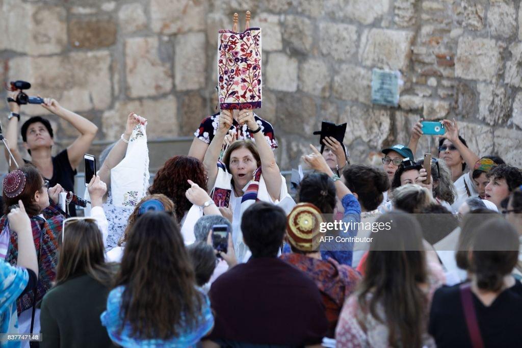 ISRAEL-JUDAISM-RELIGION-WOMEN : News Photo