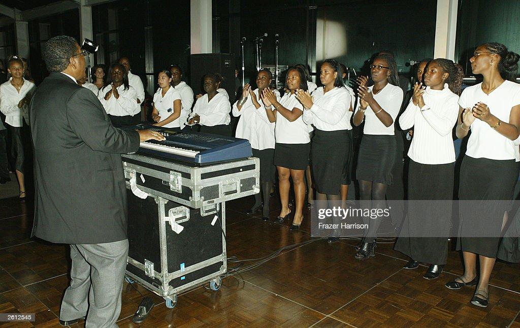 Locke High School  choir : News Photo