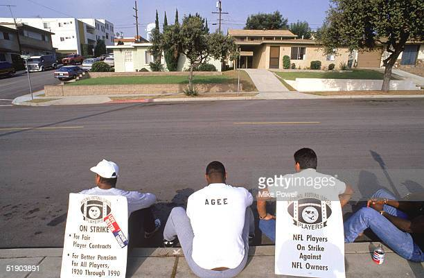 Members of the Los Angeles Raiders sit on the curb in a picket line during the NFL Players Union Strike on September1987