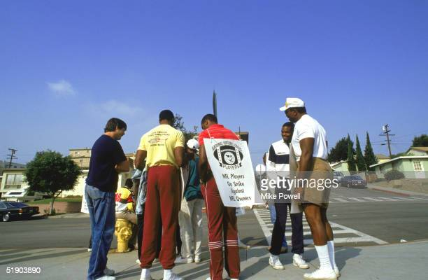 Members of the Los Angeles Raiders stand in a picket line during the NFL Players Union Strike on September1987