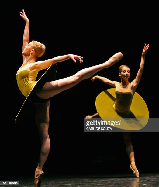 Members of the Mariinsky Ballet perform during a dress rehearsal of the Forsythe Programme at Sadlers Wells theatre in London on October 13 2008 St...