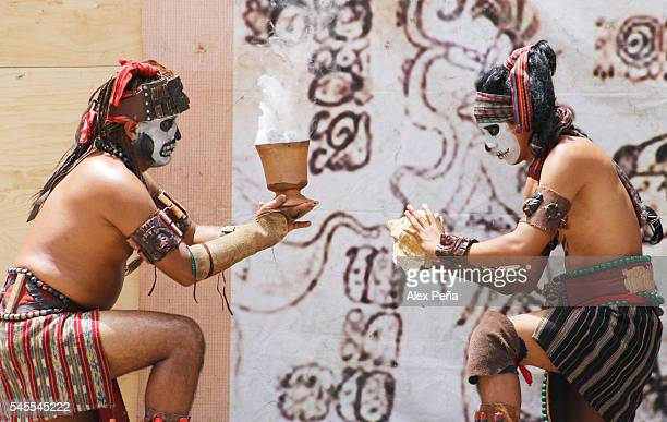 Members of the Maya people of Guatemala perform a ceremonial ritual in honor of the sun on July 08 2016 in San Salvador El Salvador Members of...