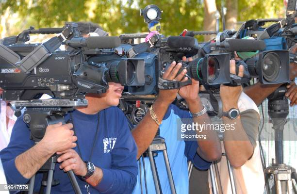 Members of the media gather around Seminole Police Chief Charlie Tiger at a news conference concerning the death of actress Anna Nicole Smith at the...