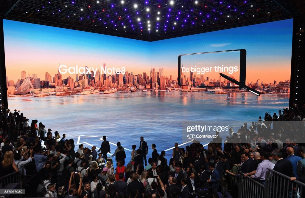 Members of the media get a look at the Samsung Galaxy Note 8 after it was unveiled at the Samsung Galaxy Unpacked 2017 event on August 23, 2017 in New York. Samsung unveiled the new generation of its flagship Galaxy Note smartphone, seeking to put behind it an embarrassing recall over exploding batteries and mount a renewed challenge to key market rival Apple and its soon-to-come iPhone 8. PHOTO / Don Emmert