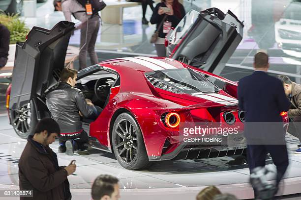 Members of the media look over the Ford GT at the 2017 North American International Auto Show in Detroit Michigan January 10 2017 / AFP / Geoff Robins