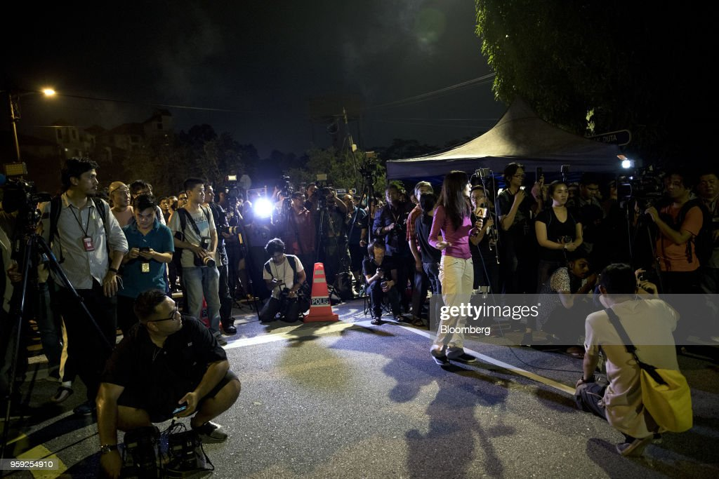 Members of the media stand outside the residence of Najib Razak, Malaysia's former prime minister, in Kuala Lumpur, Malaysia, on Thursday, May 17, 2018. Malaysia's Prime Minister Mahathir Mohamad said he wouldn't cut a deal with Najib if any wrongdoing was found in a corruption probe into state fund 1MDB. Najib has repeatedly denied wrongdoing after 2015 revelations that around $700 million -- alleged to be 1MDB funds -- appeared in his personal accounts before the prior election in 2013. Photographer: Sanjit Das/Bloomberg via Getty Images