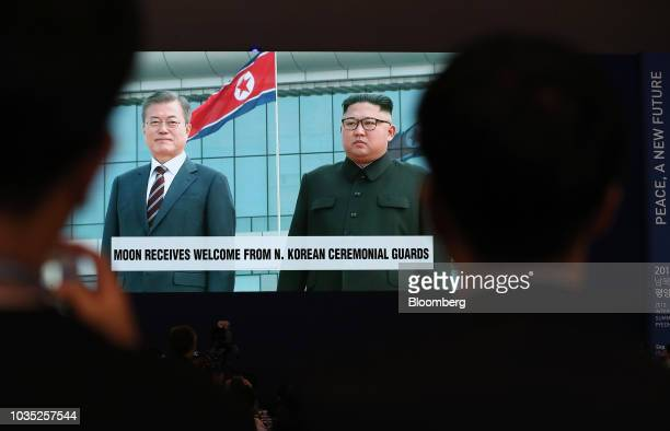 Members of the media watch screens showing a broadcast featuring South Korean President Moon Jaein meeting North Korean leader Kim Jongun at...