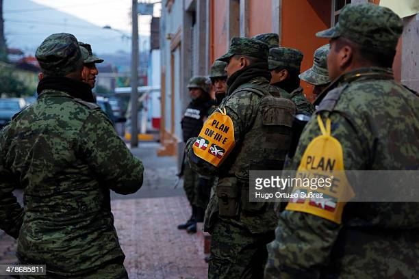 CONTENT] TEUCHITLAN JALISCO MEXICO JUNE 08 Members of the Mexican Army arrive at Teuchitlan Mexico to help affected families following a heavy storm...