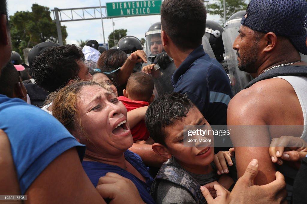 Migrant Caravan Crosses Into Mexico From Guatemala : News Photo