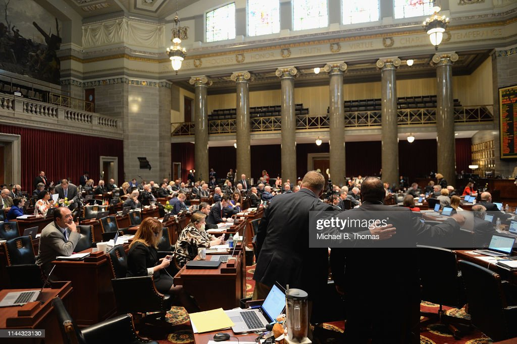 MO: Missouri Lawmakers Ban Abortion After 8 Weeks Of Pregnancy