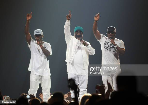 Members of the music group Boyz II Men Nathan Morris Wanya Morris and Shawn Stockman perform at the NKOTB Paula Abdul Boyz II Men The Total Package...
