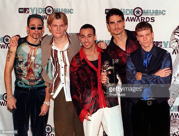 Members of the musical group Backstreet Boys pose after winning the award for Best Group Video for 'Everybody Backstreet's Back' during the 1998 MTV...