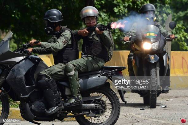 TOPSHOT Members of the National Guard clash with opposition activists during a march towards the Supreme Court of Justice in an offensive against...