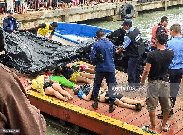 Members of the National Police and the Navy receive in the pier of Corn Island Nicaragua the corpses of nine Costa Rican citizens who died in a boat...