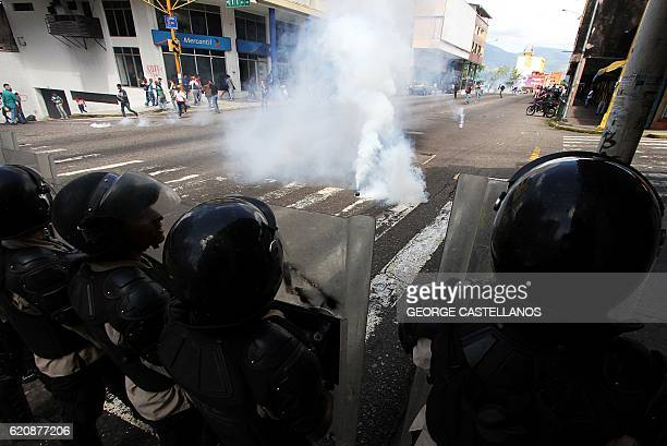 TOPSHOT Members of the National Police clash with students demonstrating against the government of Venezuelan President Nicolas Maduro in the streets...