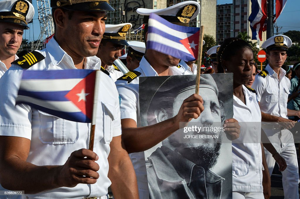 TOPSHOT - Members of the Navy display a picture of Cuban former president Fidel Castro during the May Day parade at Revolution Square in Havana, on May 1, 2016. / AFP / JORGE