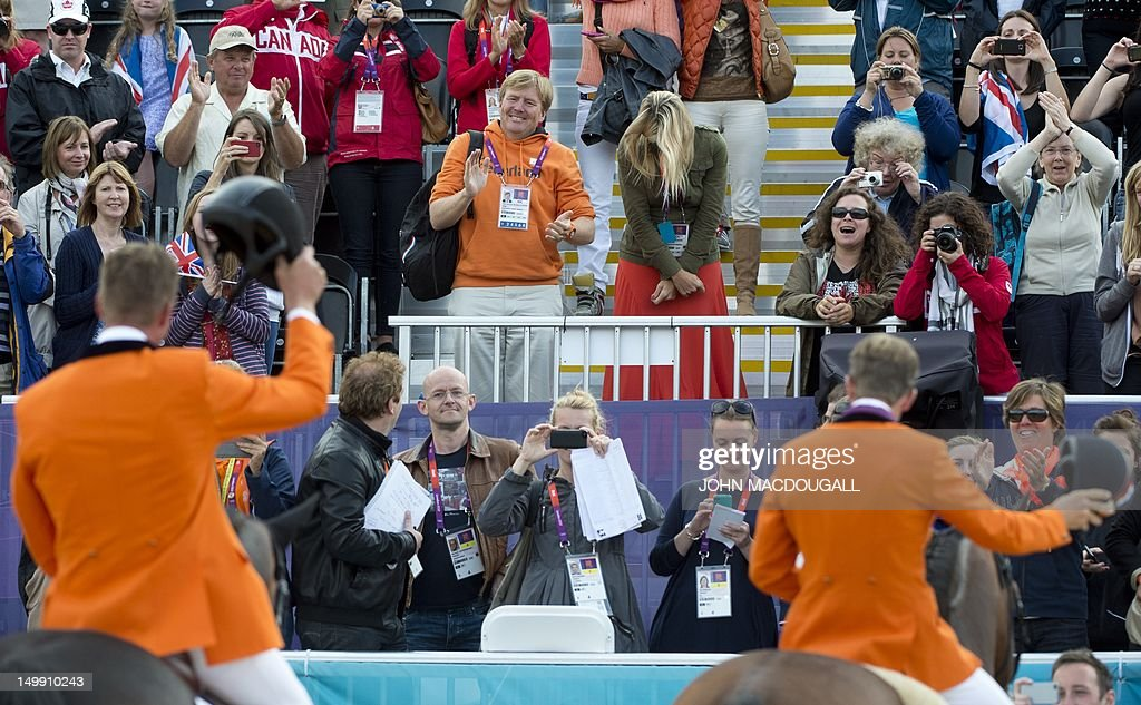 Members of the Netherlands' show jumping : News Photo