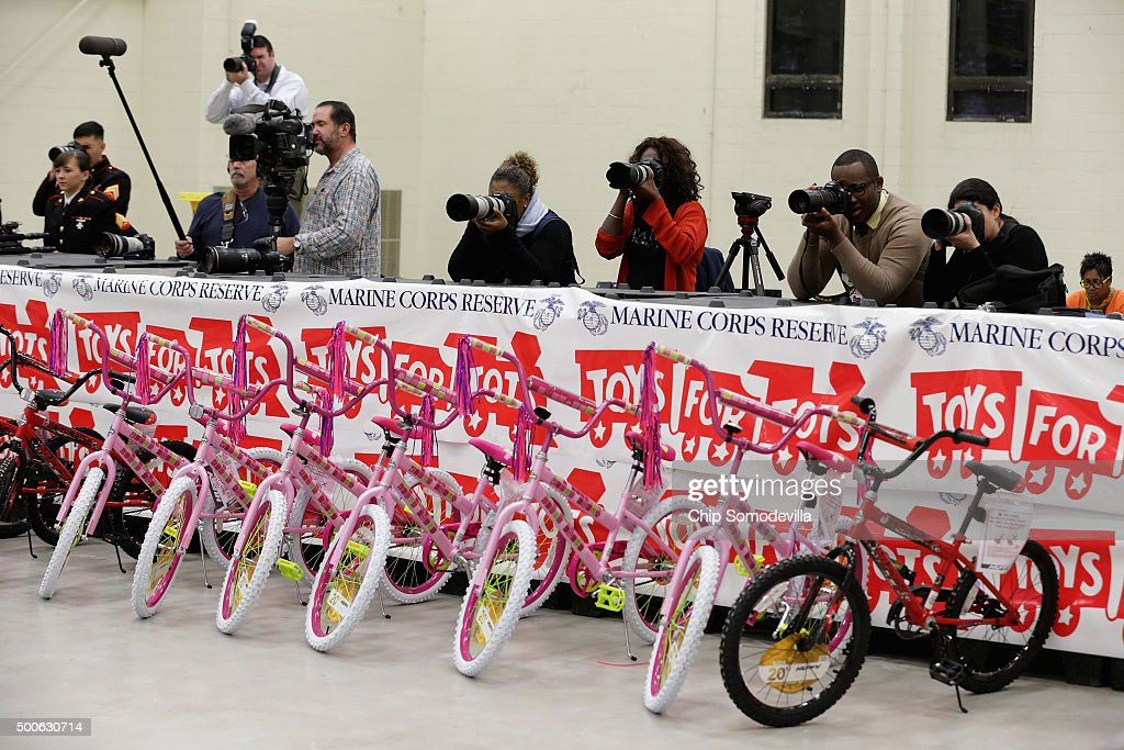 First Lady Michelle Obama Speaks At Toys For Tots Event On Joint Base Anacostia-Bolling : News Photo
