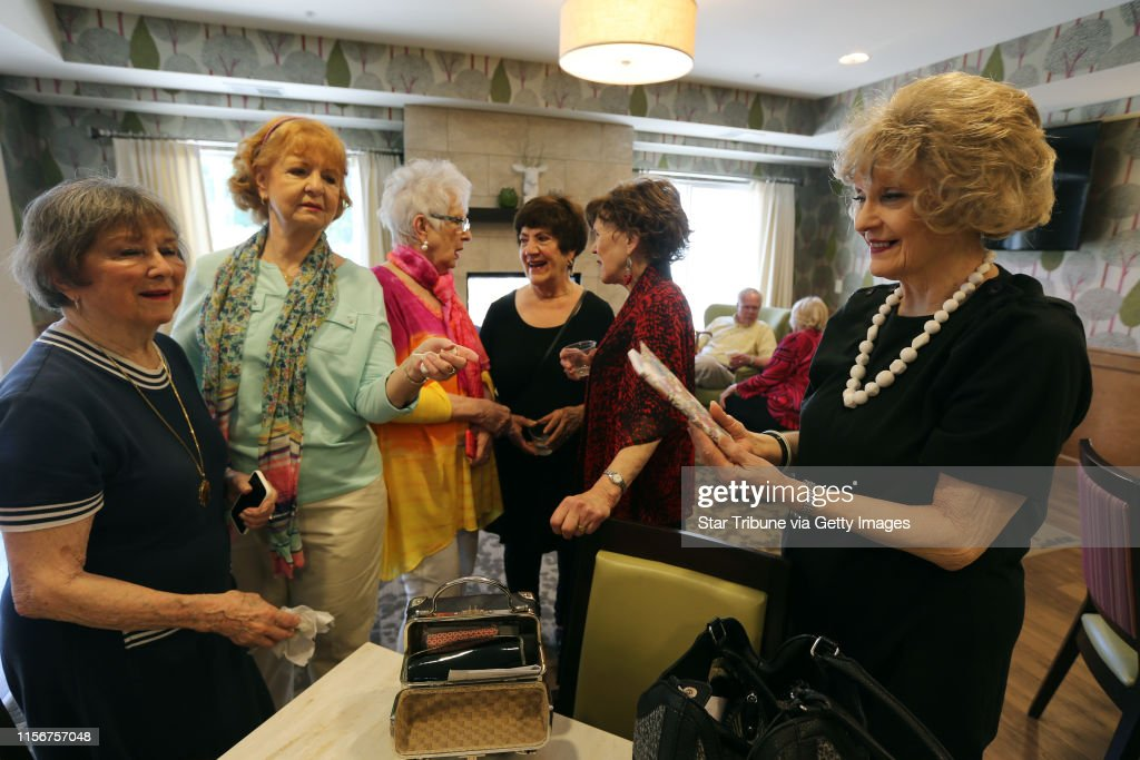 Members of the original Schiek's singers gathered at the Waters assisted living to sing a couple of songs to the residents Thursday, May 26 2016 in Edina, MN.]  Jerry Holt /Jerry.Holt@Startribune.com (Gail Rosenblum will supply names fro the captions) : News Photo