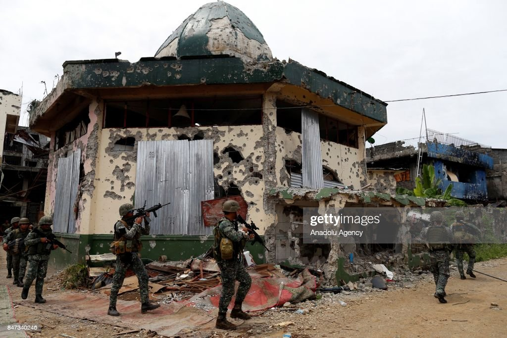 Government troops fight against Maute rebels in Philippines : News Photo