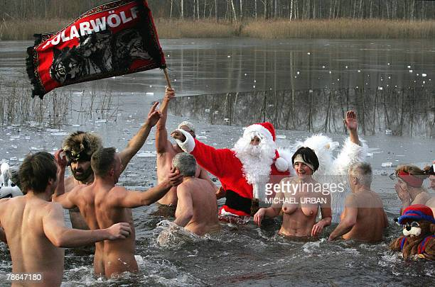 Members of the Polar Wolfs go skinny dipping in the ice cold water in a lake near the eastern German town of Zehdenick 26 December 2007 AFP PHOTO...