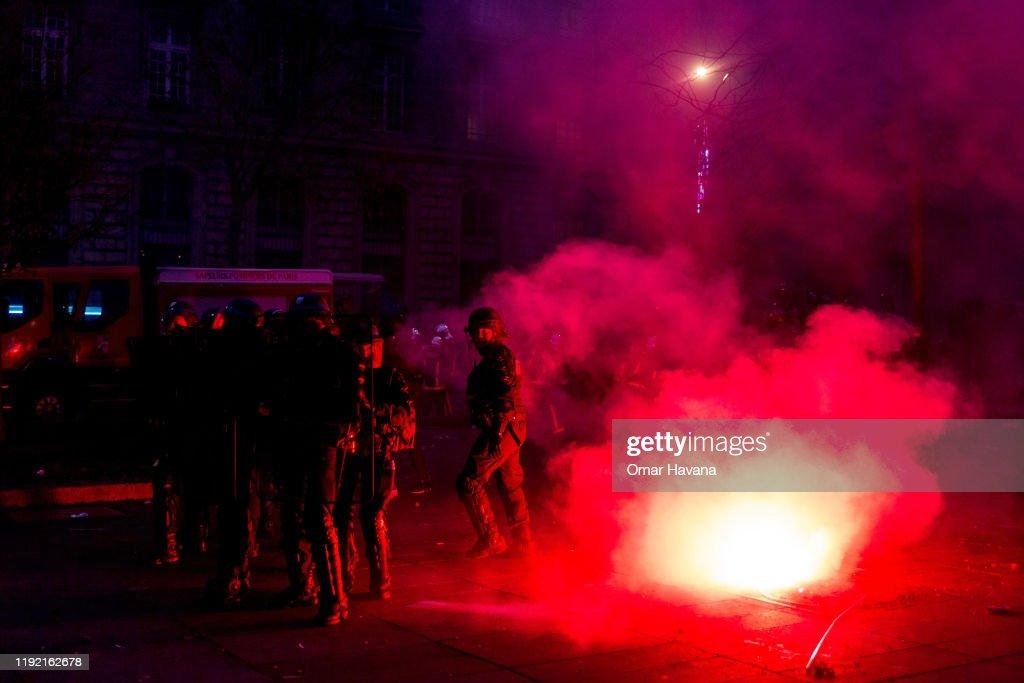 National Strike Shuts Down France's Transport Network : Photo d'actualité