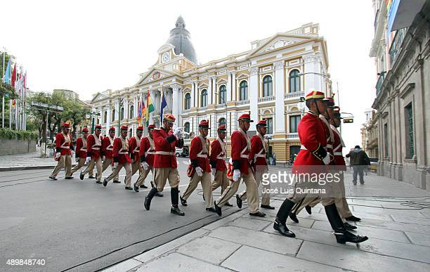 Members of the Presidential Guard 'Colorados de Bolivia' enter the Government Palace on September 24 2015 in La Paz Bolivia