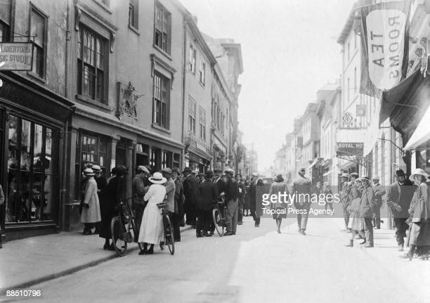 Members of the public gather outside the court in Bodmin Cornwall during a murder trial June 1922