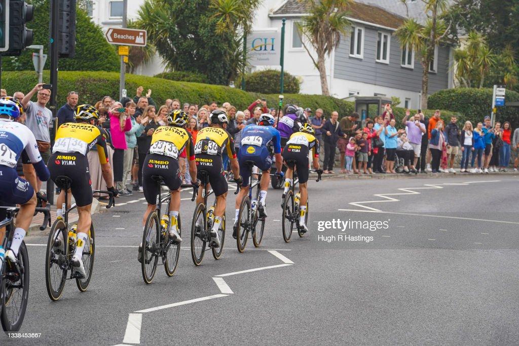 Tour Of Britain Passes Through Falmouth : ニュース写真