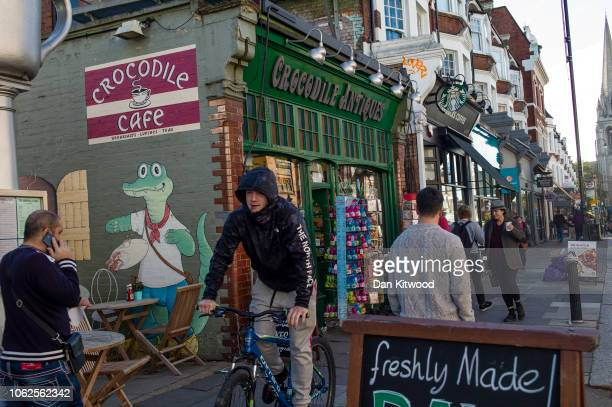 Members of the public on Muswell Hill Broadway which has been named the 'Healthiest' high street in London on November 02 2018 in London England The...