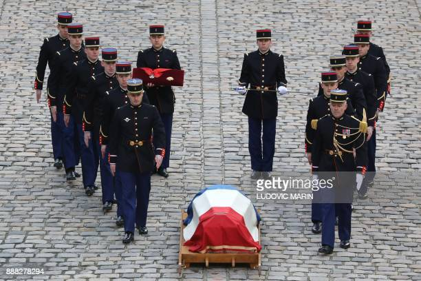 Members of the Republican Guard stand next to the coffin of late member of the Academie Francaise Jean d'Ormesson during the National Tribute...