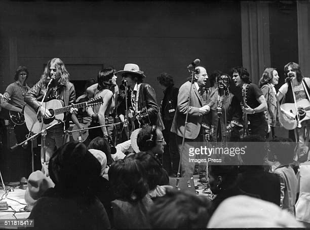 Members of the Rolling Thunder Revue including Joan Baez Bob Dylan Allen Ginsberg and Roberta Flack perform a benefit concert for Rubin 'Hurricane'...