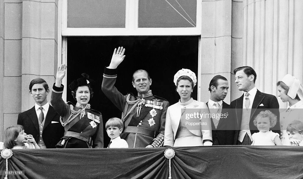 Members of the Royal Family including Prince Charles, Queen Elizabeth II, Prince Philip and Princess Anne watch the RAF fly-past from the balcony of Buckingham Palace after the Trooping of the Colour on 14th June 1970. (Photo by Popperfoto/Getty Images).