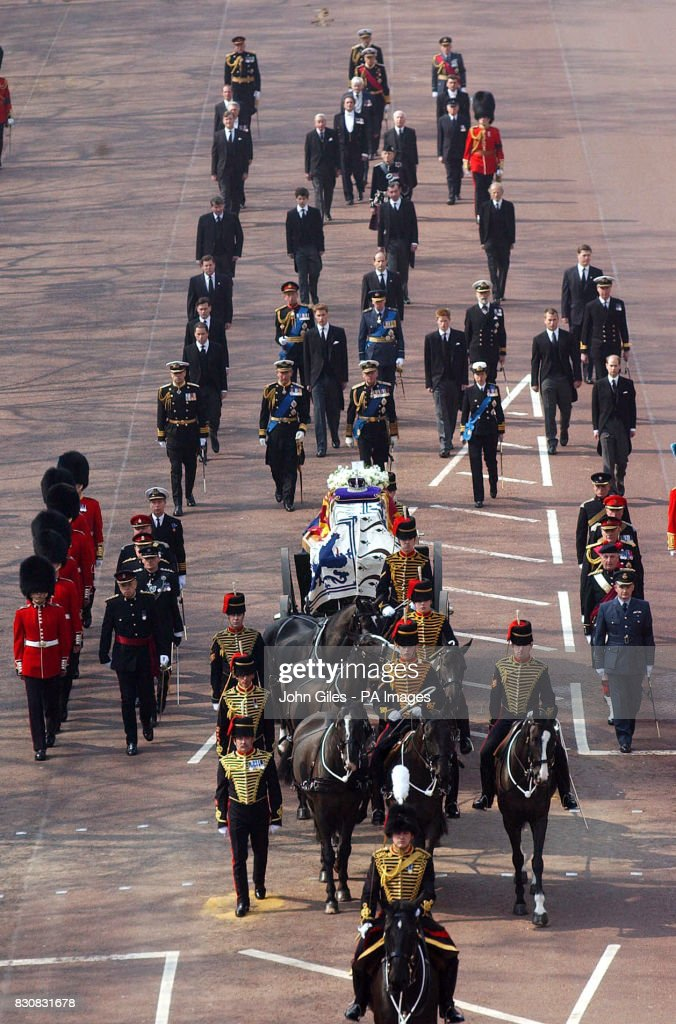 Queen Mother's Death Procession : News Photo