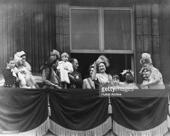 Wedding of princess elizabeth and prince philip pictures for Queens wedding balcony