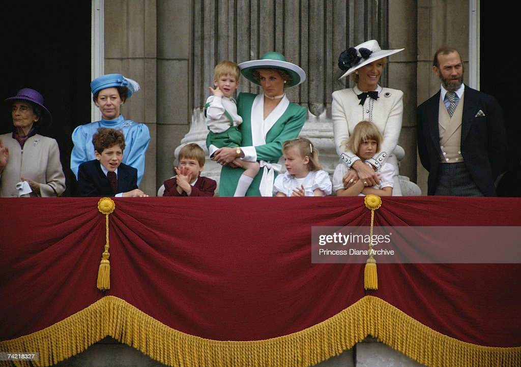 Royals On Balcony : News Photo