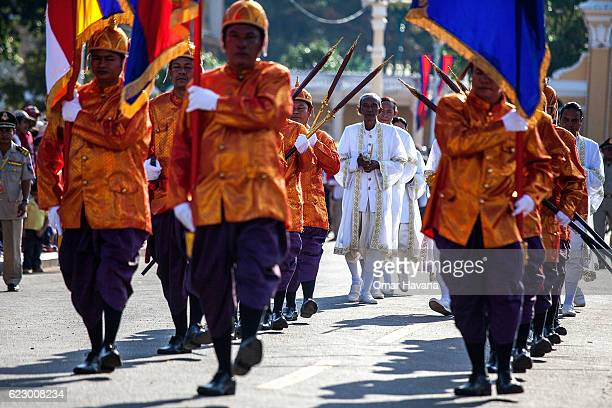 Members of the Royal Palace guard escort Brahmin priests to the Tonle Sap River during the first day of the Water Festival on November 13 2016 in...