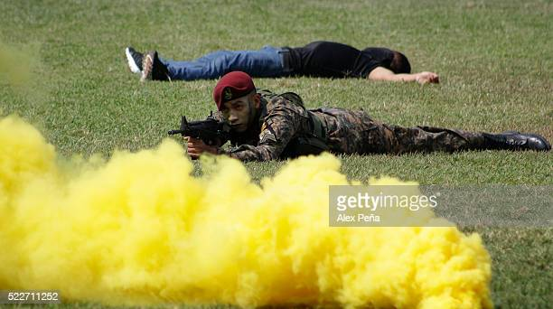 Members of the Salvadoran army perform during a deployment of the Specialized Reaction Forces on April 29 2016 in San Salvador El Salvador This new...