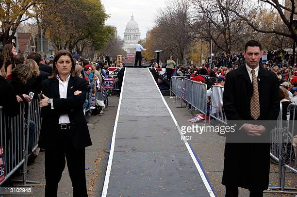 MADISON WI Members of the Secret Service give watchful eye as Democratic presidential nominee John Kerry campaigns in Madison Wisconsin Thursday...